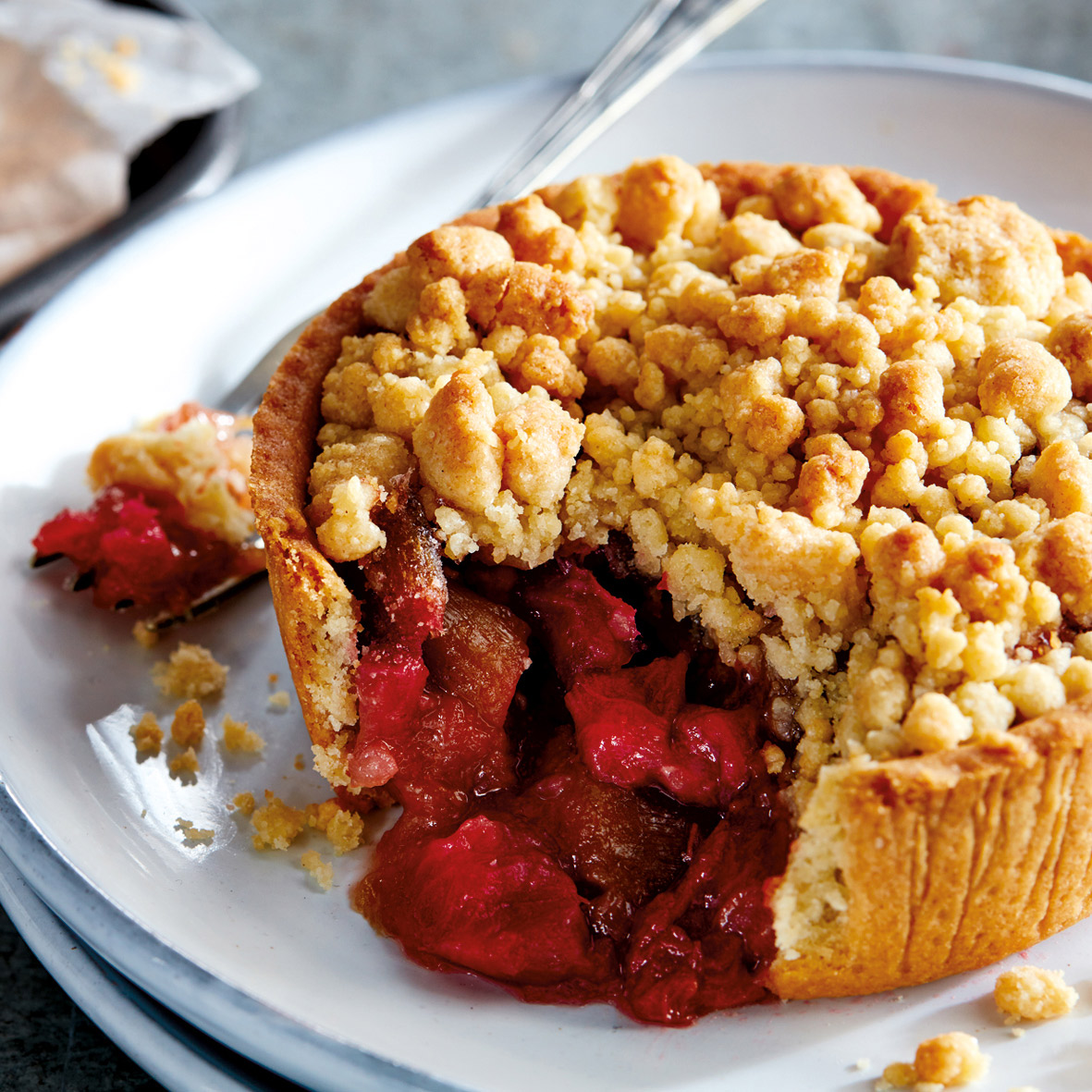 Rhubarb & Strawberry Crumbles